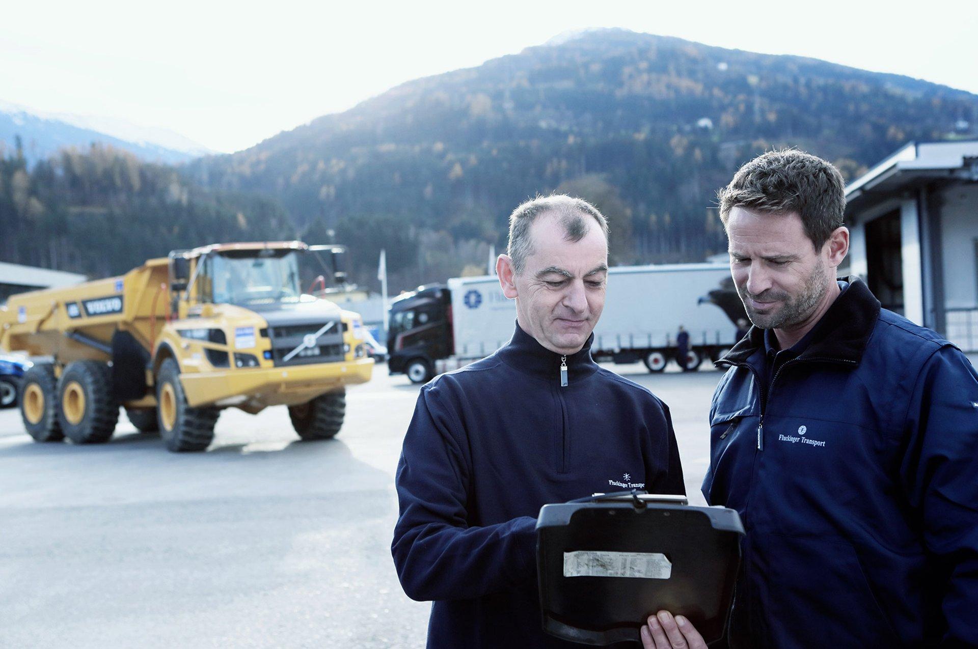 Special Cargo – Fluckinger Transport staff briefing