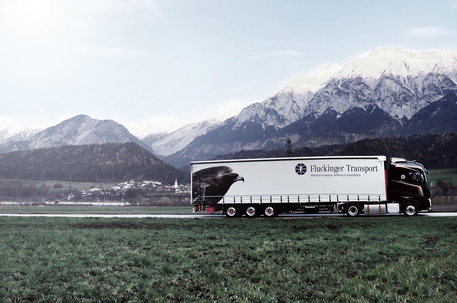 Fluckinger Transport LKW auf der Straße in Tirol