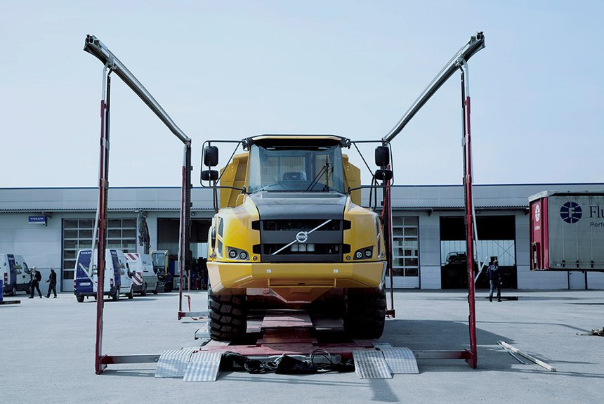 Transport of construction machinery